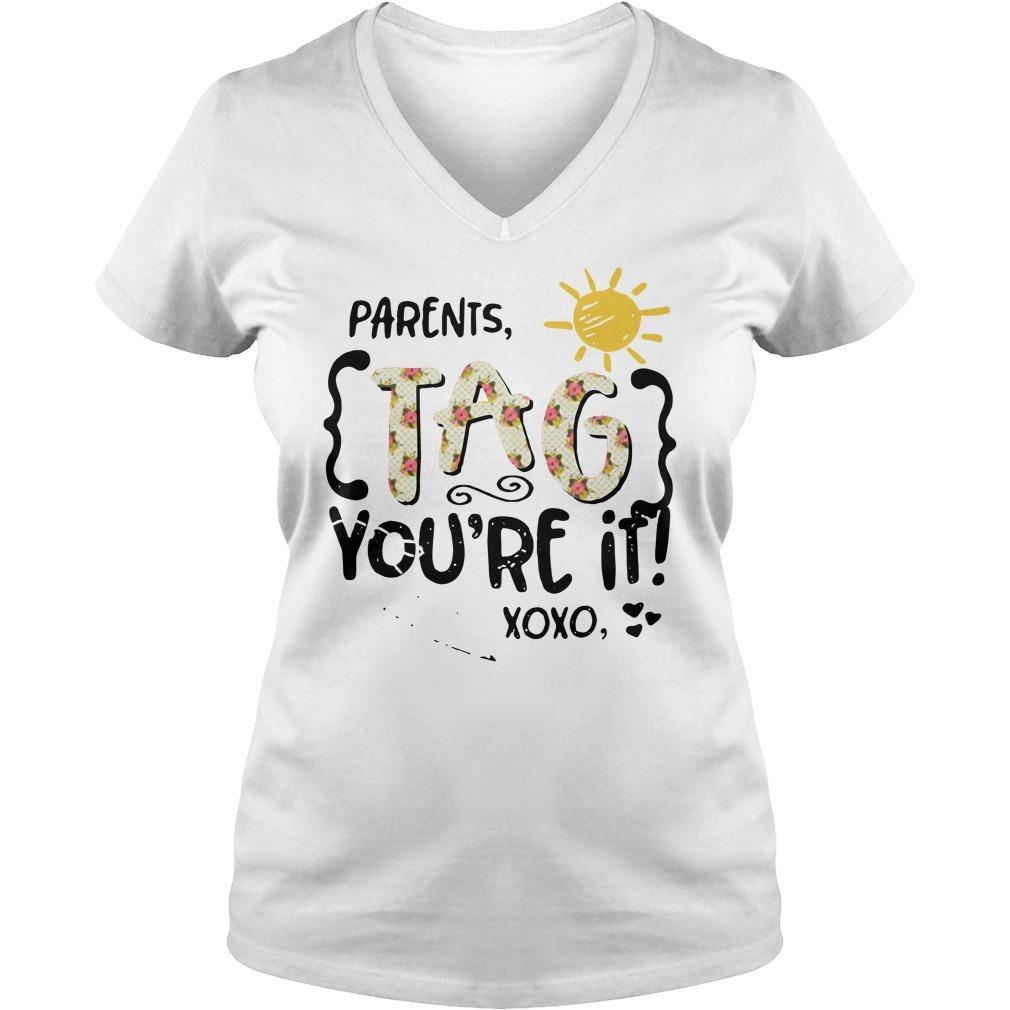 Floral parents tag you're it xoxo Mrs. Varnado V-neck T-shirt