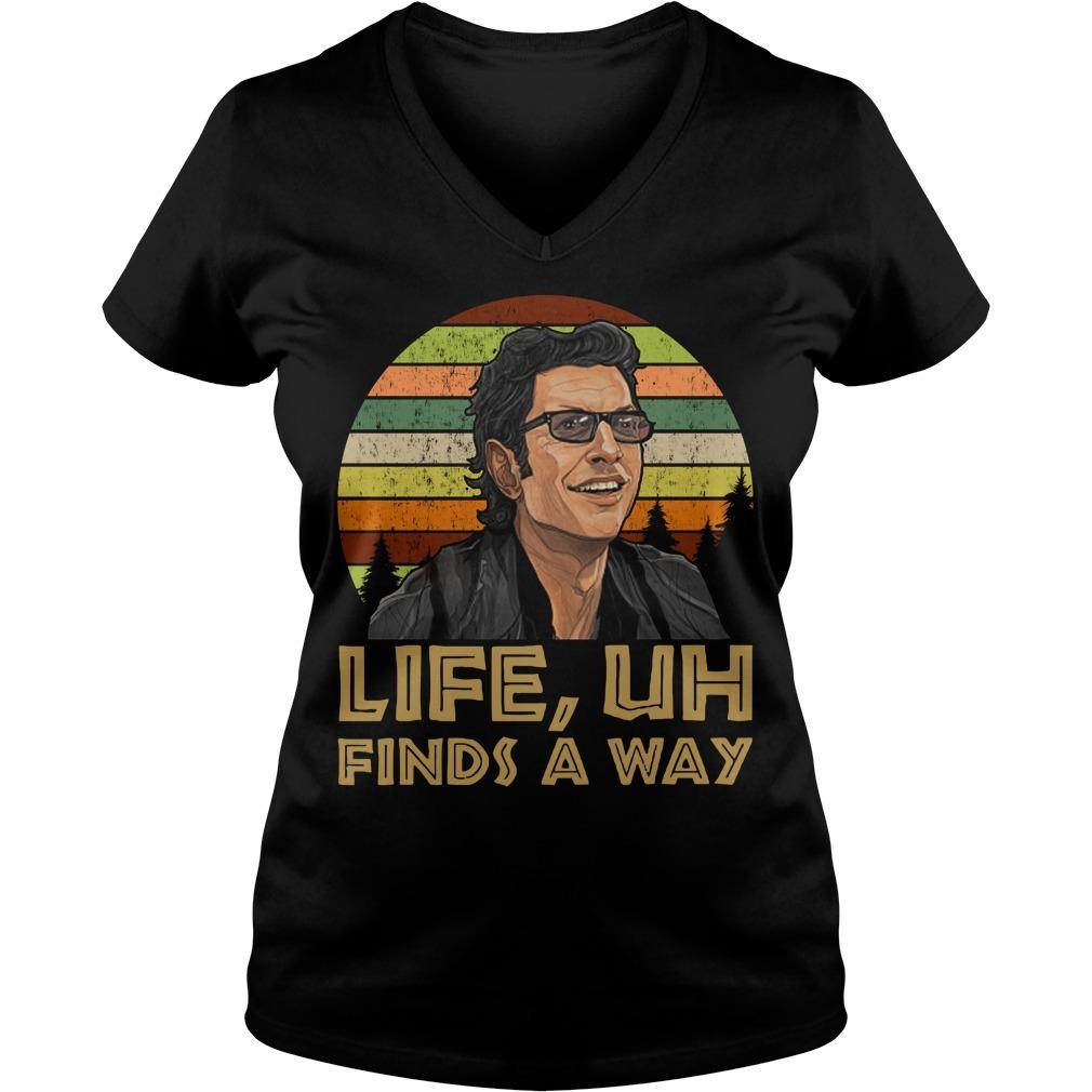 Ian Malcolm Jurassic park life uh finds a way retro V-neck T-shirt