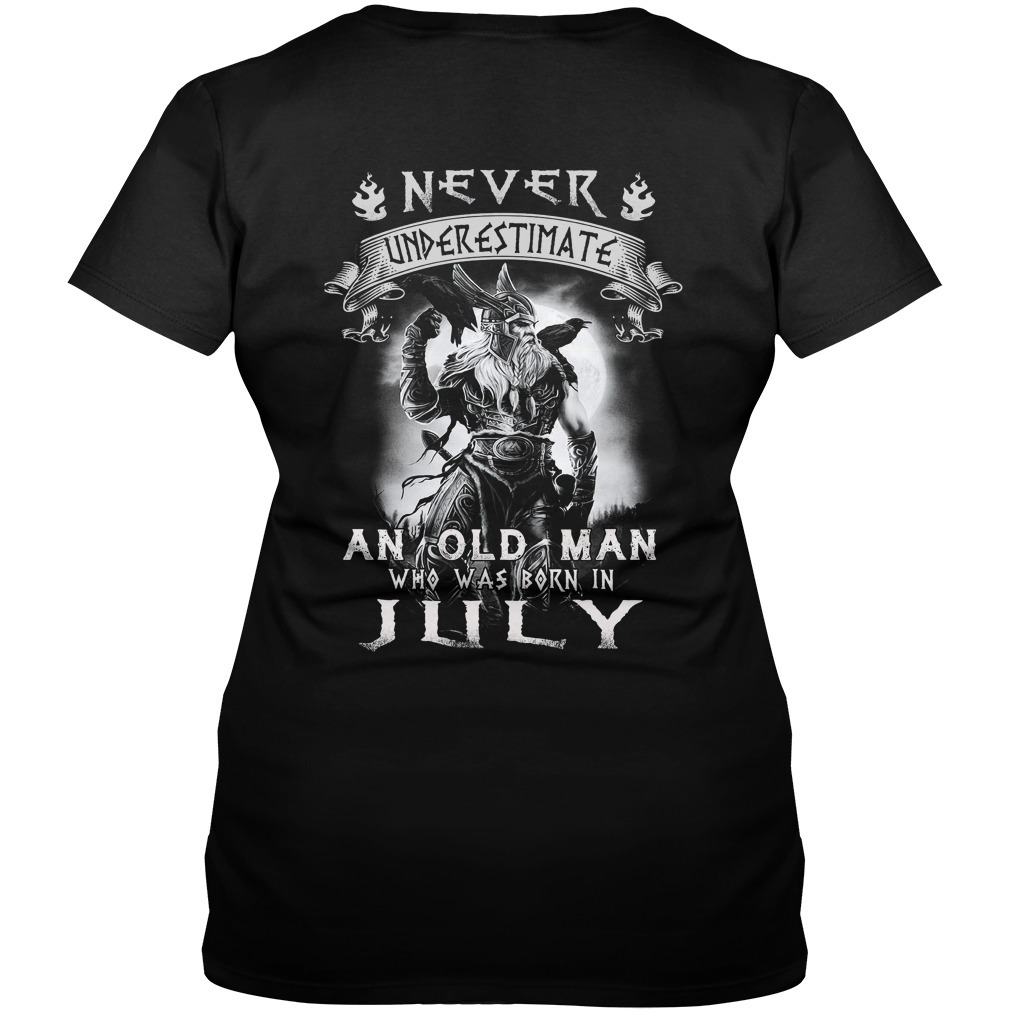 Never underestimate an old man who was born in July V-neck T-shirt