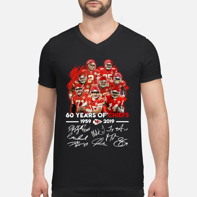 Kansas City Chiefs 60 years of Chiefs 1959-2019 signatures V-neck T-shirt