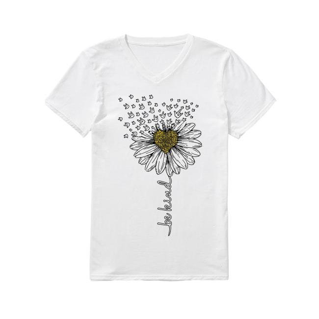 Sign language flower be kind V-neck T-shirt