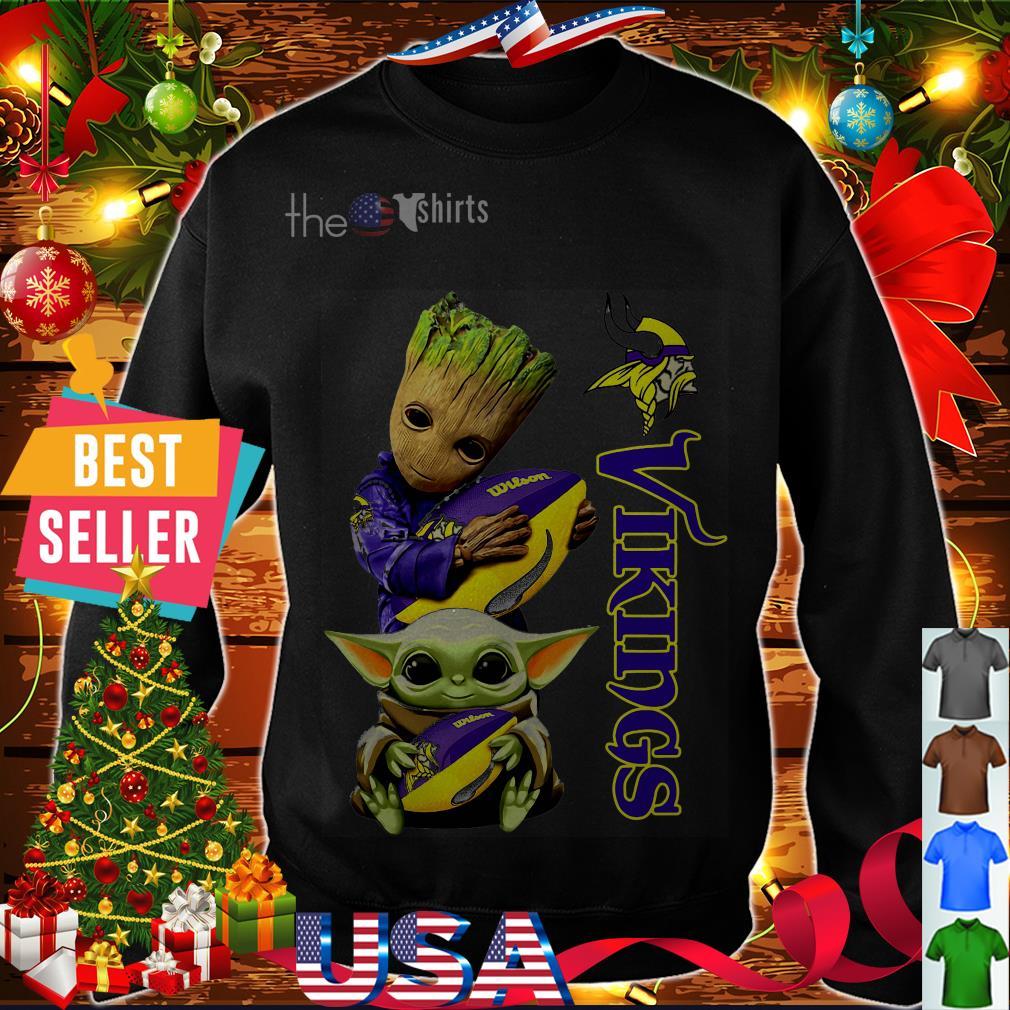 Baby Yoda and Baby Groot hug ball Minnesota Vikings shirt